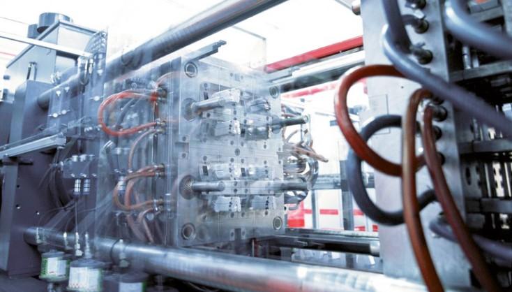 Műanyagipari és fröccsöntő gépek